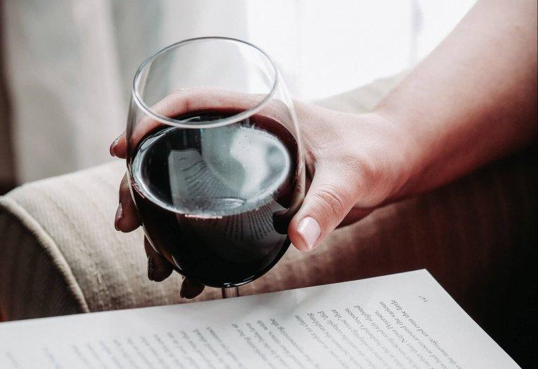 6 palack szekszárdi borral otthon, biztonságban